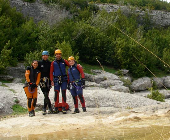 Groupe de canyoneurs en sierra de guara