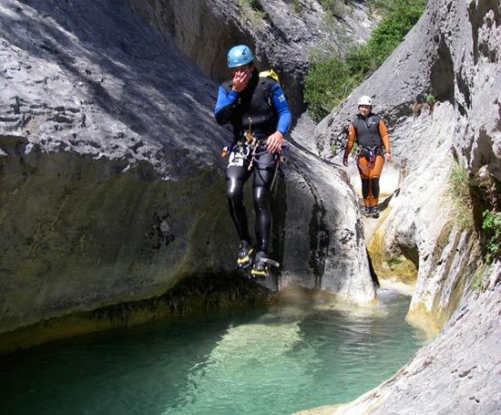 Saut dans le canyon de la Peonera