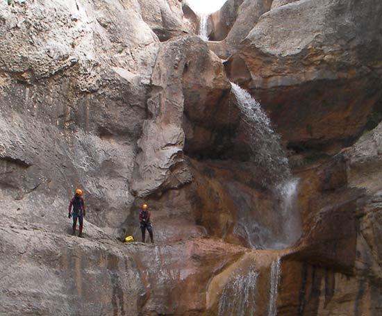 Saut dans le canyon du mascun